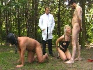 Un esclave et sa maitresse ontbesoin de conseils sexuels et de baise