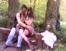 220x170 130 - Une bourgeoise nympho baisée dans un parc par un inconnu!