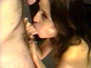 Une jeunette de 20 ans quiveut sucer des bites