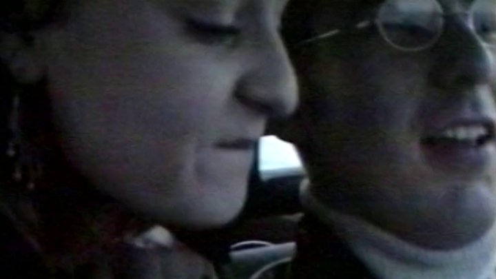 Une petite allumeuse baisée par un chauffeur de taxi et son client. - image 720x405_145 on http://www.doc-foufoune.com