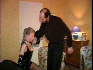 jeune pute x femme en tenue de salope