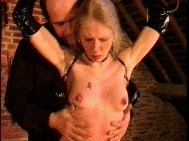 depucelage anal pour la jeune lilie