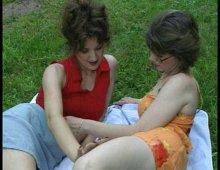 deux MILF lesbiennes françaises se lèchent la moule