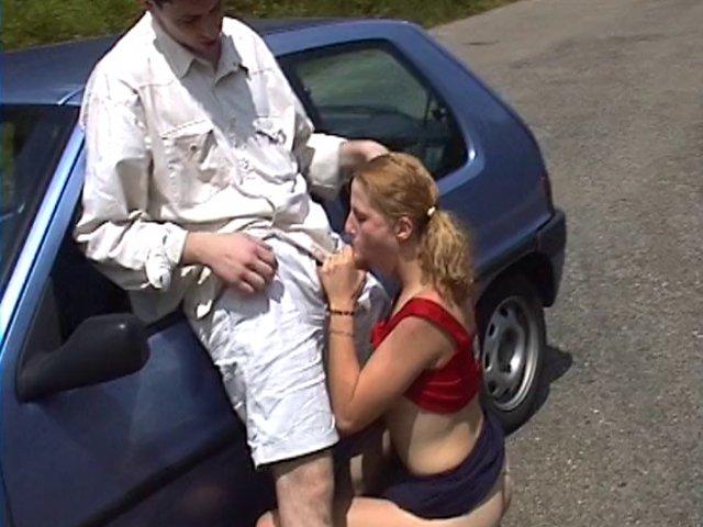 sexe en voiture avec une copine de boulot nymphomane