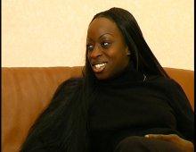 une amatrice noire donne son anus lors d'une audition
