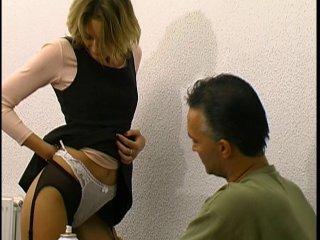 Une élève blonde sodomisée par son directeur