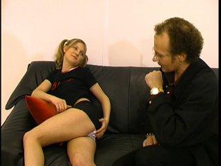 Un prof baise son élève qui parle pas le français