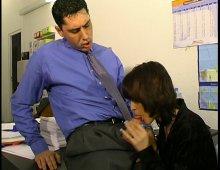 comment embaucher une secrétaire nymphomane ?