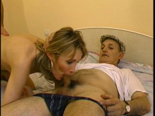 plug entre ses fesses et vibro la masturbant