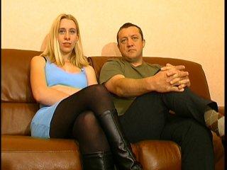 Aurélie 18 ans sodomisée sur le canapé