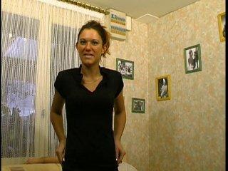 Ejac buccale et sodo d'une femme au foyer