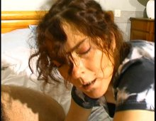 220x170 188 - Première baise à 2 bites pour cette bonne femme au foyer