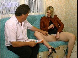 Baise extreme pour Julie, une blonde salope