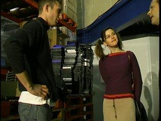 Anaïs vient passer un entretien et se fait ouvrir les trous