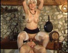 la gorge profonde et la chatte humide d'une amatrice blonde