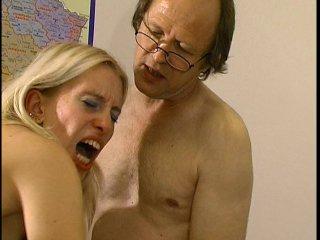 comment faire ejaculer sa copine elle mange le sperme