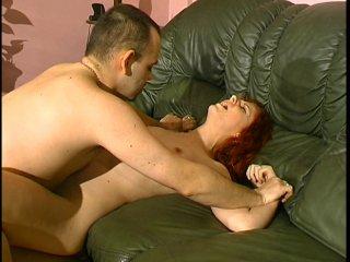 femme nue chez elle elle se fait sodomiser de force