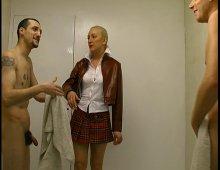 220x170 12 - Il ne faut pas venir mater dans les vestiaires des homme très chère Nathalie...