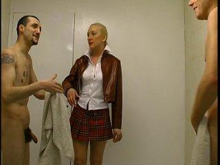 Il ne faut pas venir mater dans les vestiaires des homme très chère Nathalie