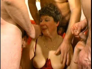 La grosse chantal prend un gangbang