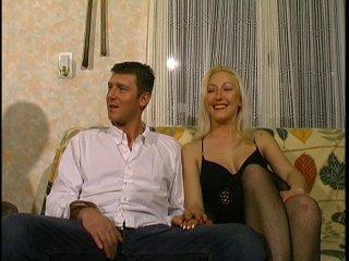 On rencontre un jeune couple amateur dont la femme est trés ouverte !