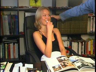 Olga est une russe blonde qui veut baiser
