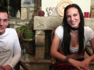 Une jeune couple amateur qui aime la sodomie