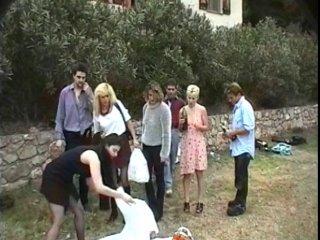 jeune blonde suce un vieux et se fait ramoner l'anus