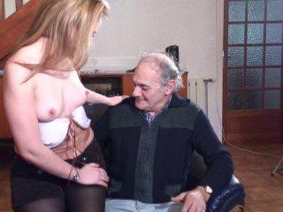 Papy baise au coin du feu une amatrice salope