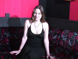 Casting porno avec deux bites pour une amatrice