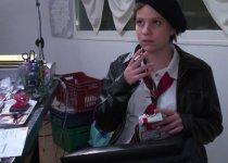 Casting porno scénarisé avec une étudiante désinvolte