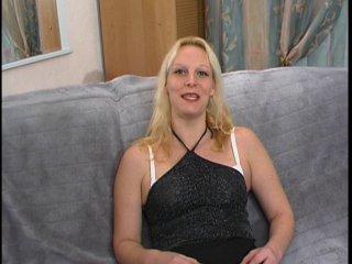 Kelly, une blonde belge qui se fait dérouiller par un black