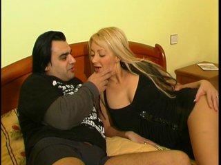 Couple amateur en pleine baise à l'hotel