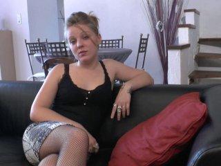 Jess, amatrice de 19 ans découvre le dépucelage anal