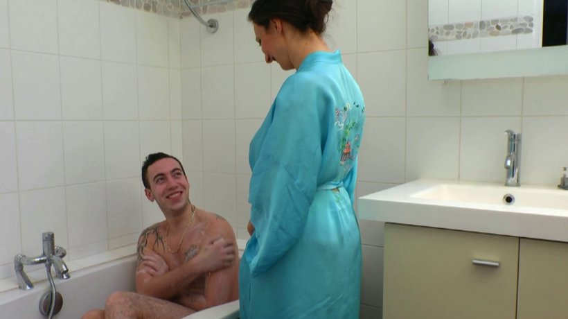 Maman cochonne baise avec son fils | Porno Amateur Français