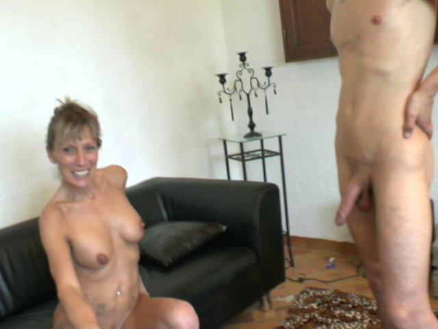 Gros sexe dans son cul et sa chatte!