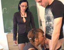 cours pervers d'éducation sexuelle pour une jolie blackette