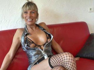Cougar blonde veut du sexe brutal après avoir sucé
