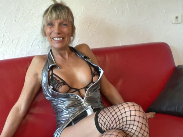 Shana, cougar blonde fan de fellation, revient pour une baise sauvage! - סרטי סקס