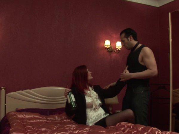 Quand max raccompagne une voisine chaudasse, ça se termine forcément en douche de sperme!