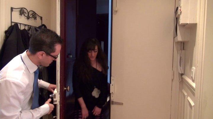 720x405 86 - Samia, une voisine très entreprenante, s'invite à poil chez Rico!