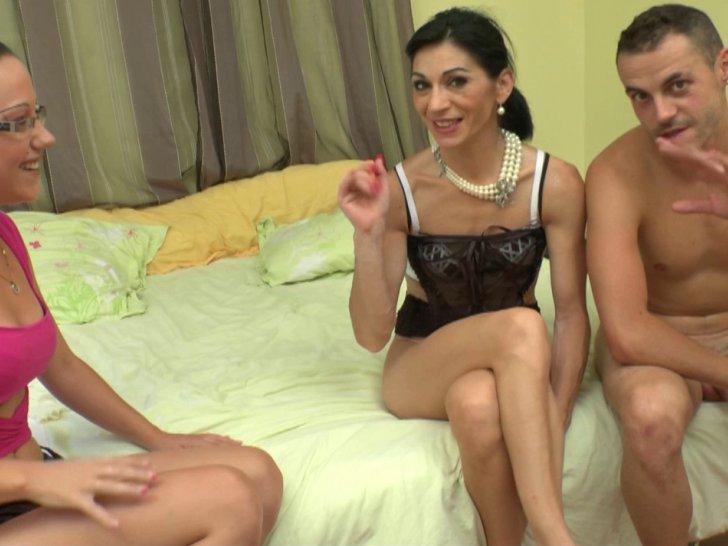 Voir la vidéo: Une mature découvre le fist et crie de plaisir