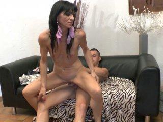rousse hyper salope fait la pute avec son boss