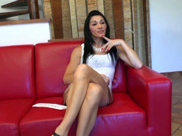 Linda, 36 ans revient passer sa petite annonce pour chopper 2 bites! - סרטי סקס
