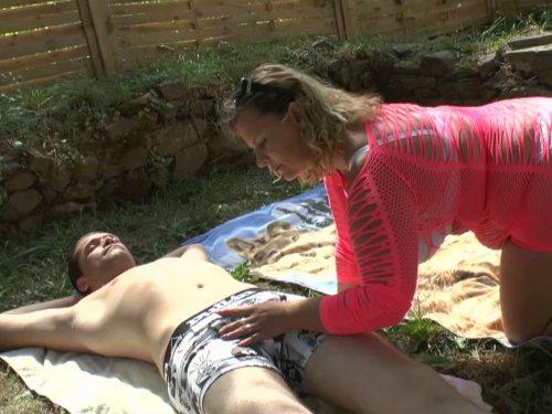 baise brutale d'un femme fontaine mature dans un champs