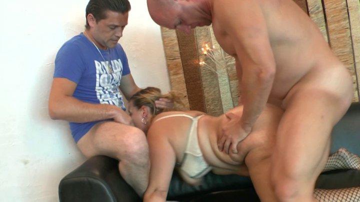 Mère au foyer d'âge mur dilatée un max avec double anale et fist profond