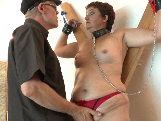 Belle séance de dressage sm pour une épouse adultère qui se fait punir
