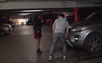 Kali était tombée folle amoureuse d'un garagiste de son quartier et avait demandé à Max d'immortaliser le moment où elle baiserait avec lui