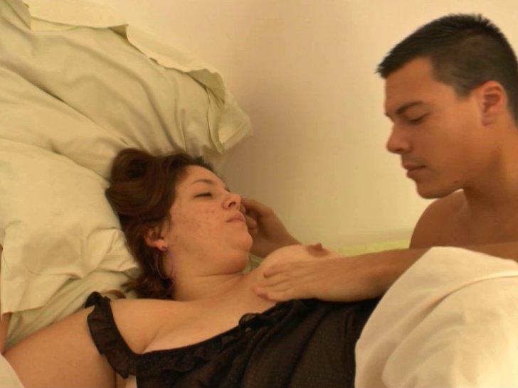 Gros seins laiteux et baise hardcore dès le réveil