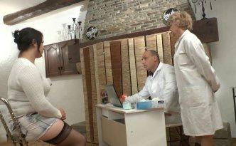 Syrial a pris rendez-vous chez le gynécologue pour quelques problèmes intimes
